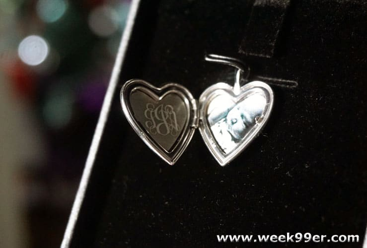 Pictures on Gold Locket Review
