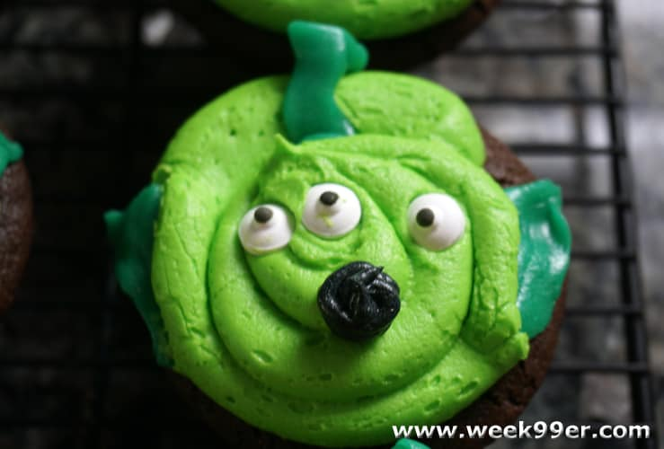 Toy Story Alien Inspired Cupcakes #fandomfriday #disneykids